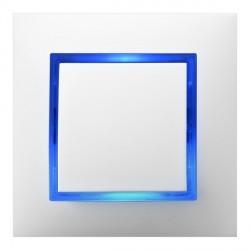 Wyłącznik biały z niebieskim podświetleniem LED. Foto: ospel.pl